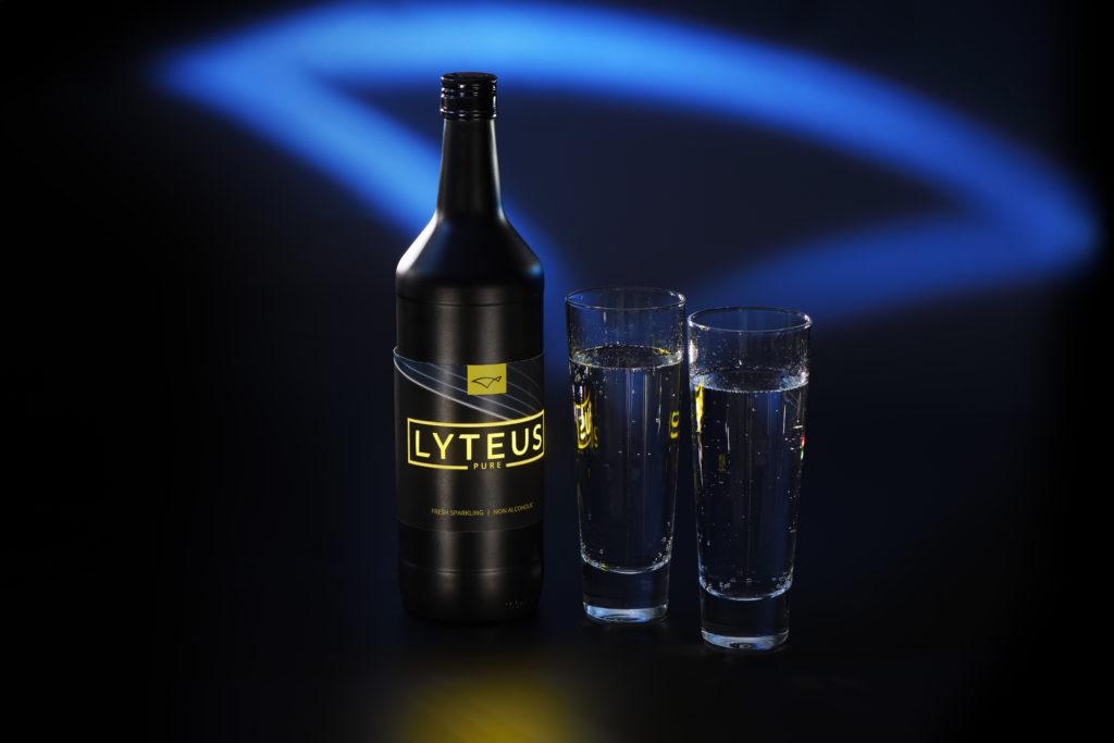 Lyteus bottle with OLED label. Copyright Lyteus.